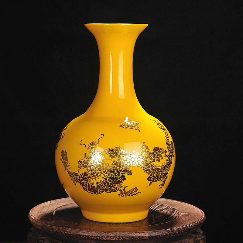 the chinese mythology of dragon on the vase